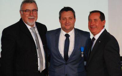 Olivier Salat, secrétaire général de la CMA 95,  nommé Chevalier de l'Ordre National du Mérite