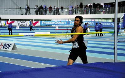 La Poste convie Badr Touzi, athlète handisport, pour un échange avec les facteurs